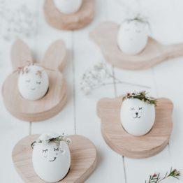 Eierbecher in verschiedenen Formen aus massivem Eichenholz