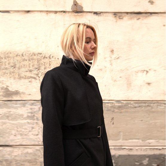 Mantel Trenchcoat aus Wollmix mit Gürtel und asymmetrischer Blende im Rückteil