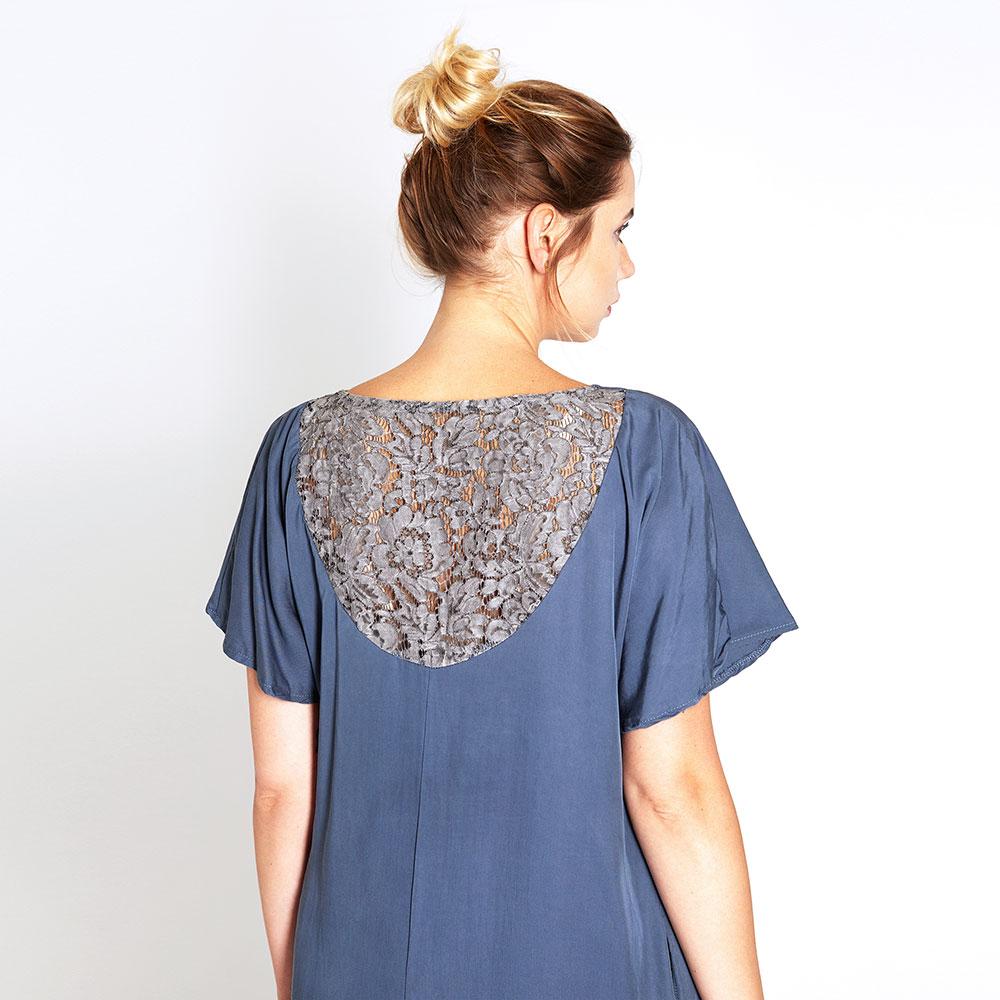 """""""lace"""" kleid aus tencel® mit spitze in blau • widda"""