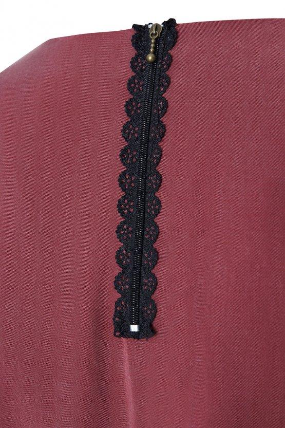 rotes Kleid Gretha aus rotem Tencel - Midikleid mit langen Ärmeln - Detail Reißverschluss aus Spitze