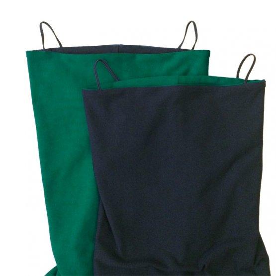 wendbarer maskenschal in grün schwarz