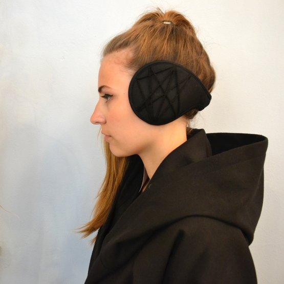 Ohrwärmer aus Fleece mit schwarzem Stern - wird im Nacken getragen