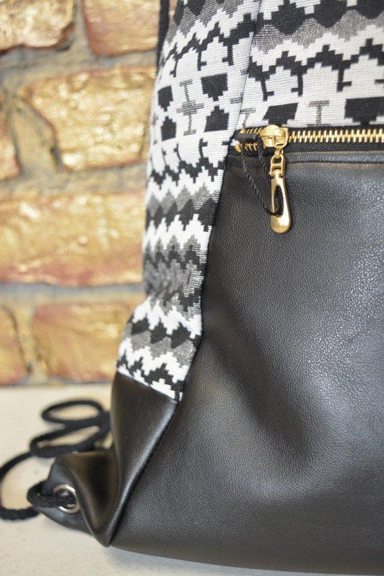 Turnbeutel Rucksack mit Ethno-Muster und schwarzem Kunstleder