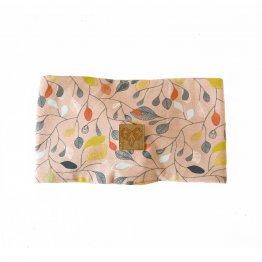 rosa Stirnband mit Blütenmuster aus Bio-Baumwolle - Rückseite mit Label aus veganem Leder