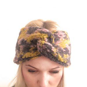 Wollstirnband mit buntem Camoflagemuster in Grau, Rosé und Gelb.