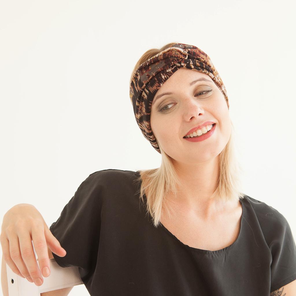 Stirnband in Brauntönen aus Jersey im Turbanlook mit Knoten vorn.