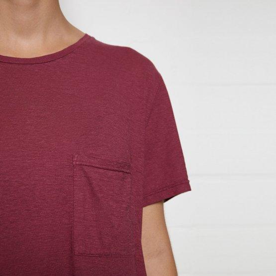 Shirt HOVITO aus Hanf mit Brusttasche in Beere von MA Hempwear - Detail Brusttasche