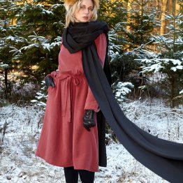 rotes Kleid Gretha aus rotem Tencel - Midikleid mit langen Ärmeln - Rückansicht