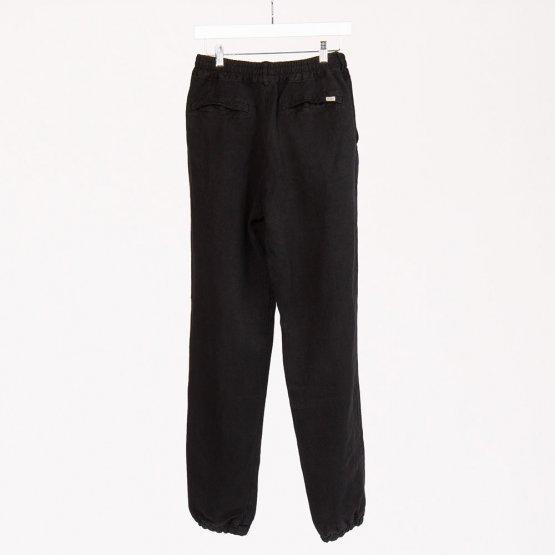 schwarze Canvas Hose aus Hanf auf einem Bügel hängend Rückseite - von MÁ Hempwear