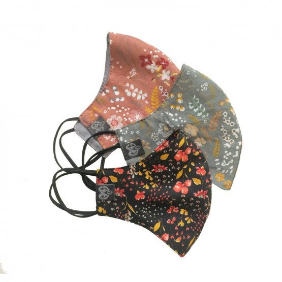 Kleine Masken mit Blütenmotiven