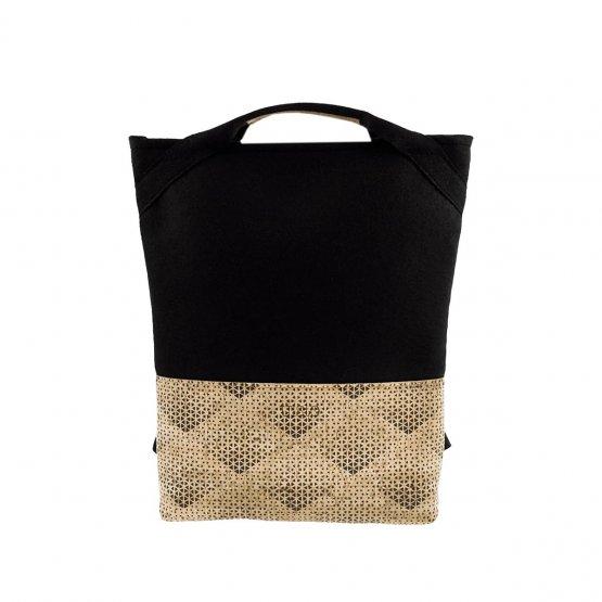 Rucksack aus gemustertem Kork udn schwarzem Filz aus recyceltem PET von UlSto