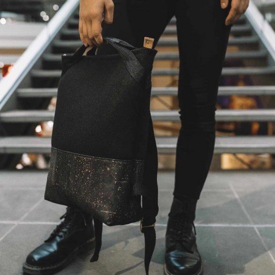 schwarzer Rucksack aus Kork und recyceltem PET von UlSto
