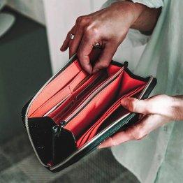 Portemonnaie aus Kork in Schwarz von UlSto mit Futter aus Bio-Baumwolle