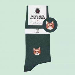 dunkelgrüne Socken mit Katze von A-Dam Underwear aus Bio-Baumwolle und Econyl