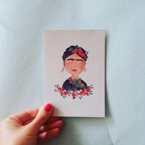 Postkarte mit Blumenfrau im Frida Look von Bär von Pappe