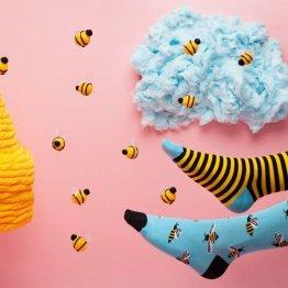 """""""Bee Bee"""" Socken mit Bienen von Many Mornings"""