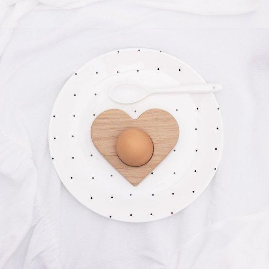 Eierbecher als Herz aus massivem Eichenholz