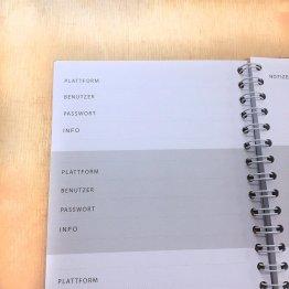 Notizbuch für Passwörter mit Ringbindung und Golddruck vorn von Eulenschnitt - Detail Einzelseite