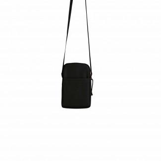 Kleine schwarze Tasche von Freibeutler für Männer aus wasserabweisendem Material.