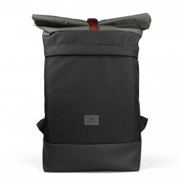 schwarzer Courierbag Rucksack mit rotem Kontrastband von Freibeutler - vegan und aus recyceltem PET hergestellt