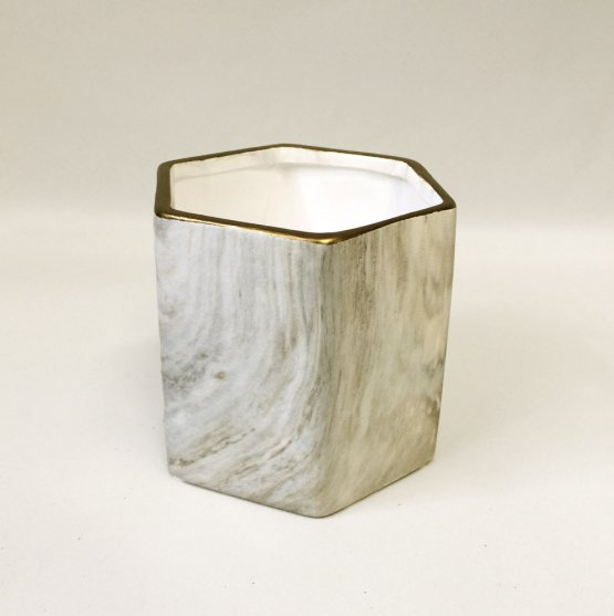 sechseckiger blumentopf marmor optik grau