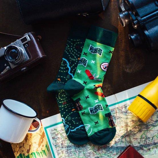 Socken mit Outdoor Motiv von Many Mornings - zwei verscheidene witzige Strümpfe