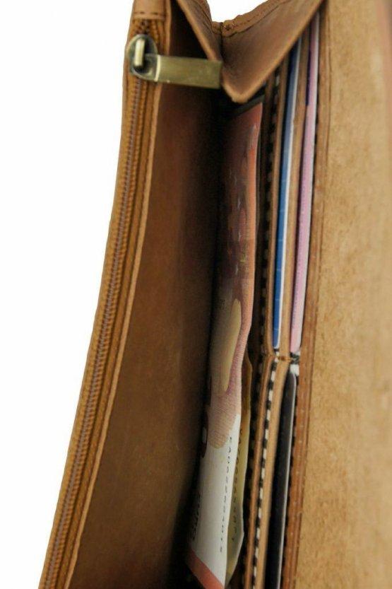 """große Geldbörse aus hellbraunem Leder """"Pixie's Pouch"""" von O my Bag - Detailansicht Kartenfächer"""