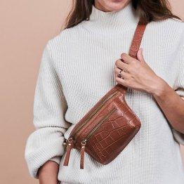 braune Gürteltasche aus Leder mit Croco Prägung und vielen extra Taschen von O My Bag