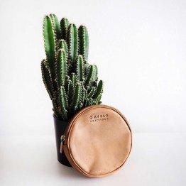 kleine runde Geldbörse aus hellbraunem Leder von O My Bag