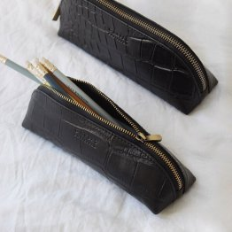 längliche schmale Federtasche aus Eco Leder in schwarzem Leder mit Croco Prägung von O My Bag