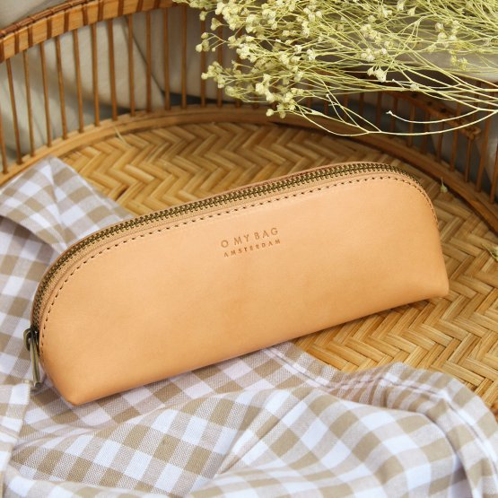 längliche schmale Federtasche aus Eco Leder in Beige von O My Bag