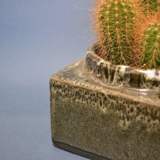 eckiger Topf in Grau Grün von Plantophile Detailansicht Glasur
