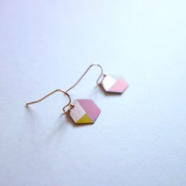 geometrische Ohrringe Hexagon Rosa Gelb bedruckt handmade von Ruby on Tuesday