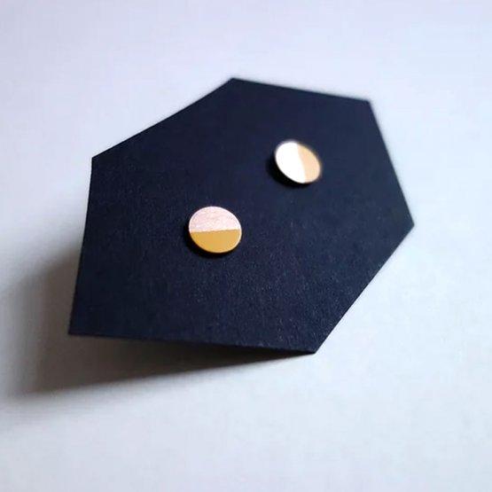 Ohrstecker Kreis aus Bronze halb lackiert in Gelb von Ruby on Tuesday
