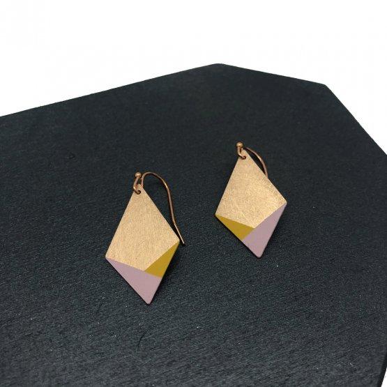 Ohrringe RAUTE aus kupfer mit rosa und gelben akzenten