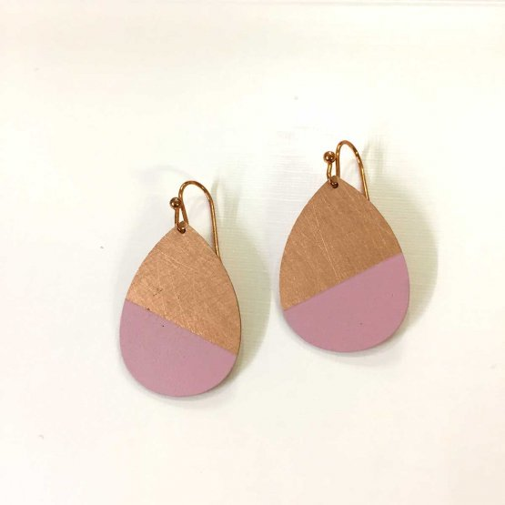 Ohrringe in Tropfenform aus Kupfer zur Hälfte Rosa lackiert