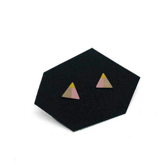 rosa gelb lackierte Dreiecks Stecker von Ruby on Tuesday