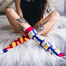 """Mismatched Socken """"Maneki"""" mit Winkekatze von Sammy Icon"""