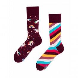 """""""The Unicorn"""" Einhorn Socken mit Regenbogen von Many Mornings"""