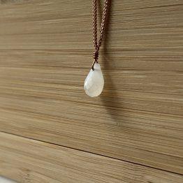 kristall anhänger weißer mondstein